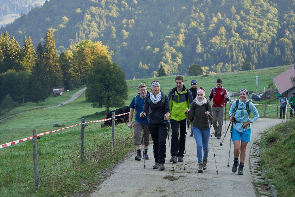 Früh am morgen startete die Pilgergruppe zur Bergmesse.