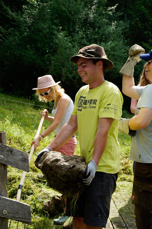 Steineschlepper wie in gallischen Dörfern