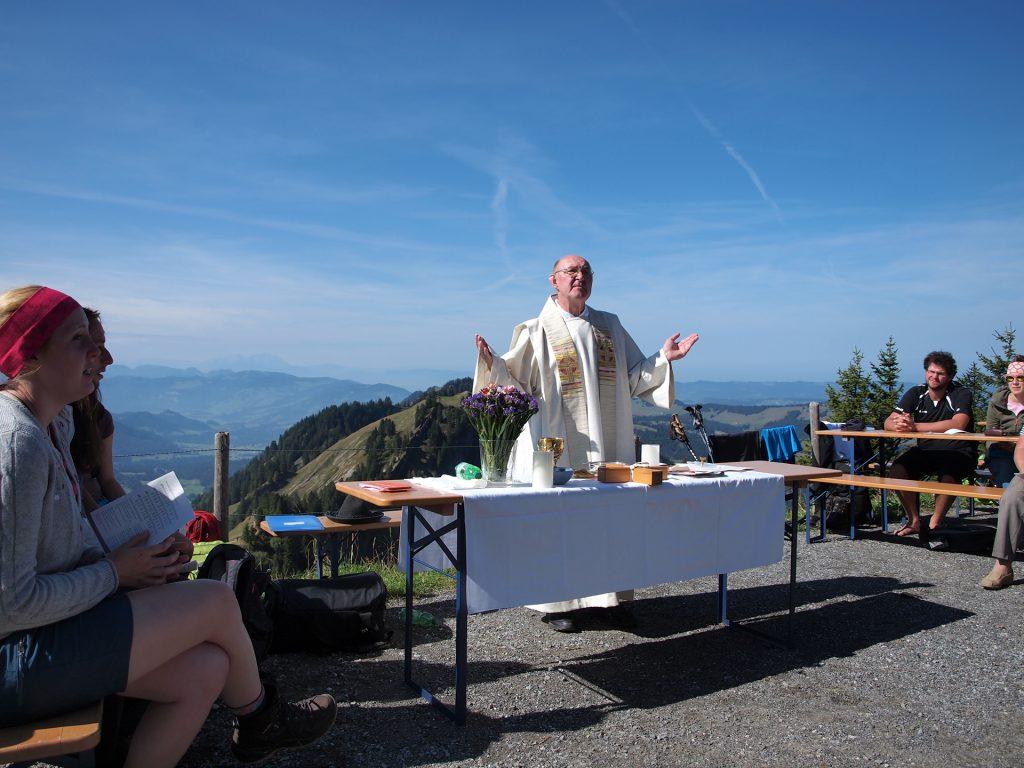 Dr. Gerhard Höppler zelebrierte gemeinsam mit der KLJB die Bergmesse